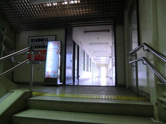 111105 10:51 富士宮 駅ビル内