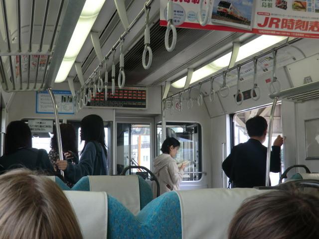 111105 かえり 13:10 富士根で 停車中の 車内