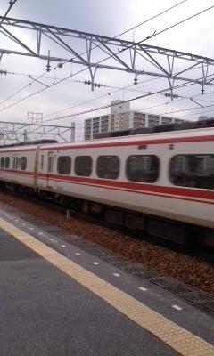 111123 (04) 13:29-2 堀田を 通過する 特急