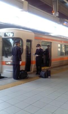 130225 16:28 東海道線 名古屋 運転士 交代