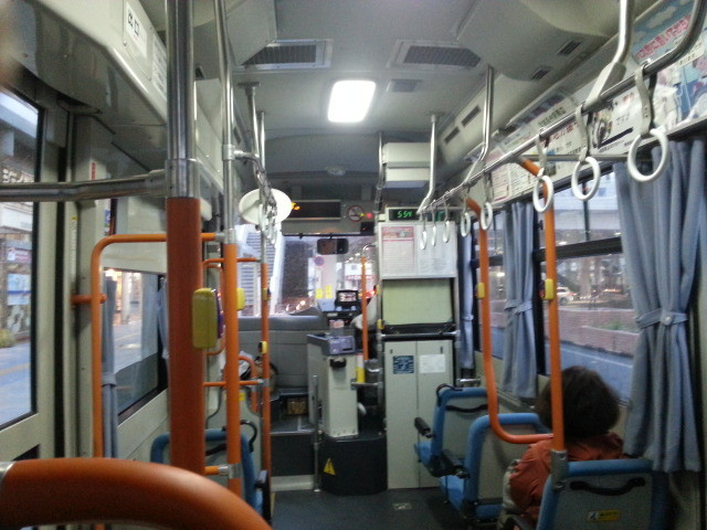 20140326 17.54.17 あんくるバス桜井線バス - JR安城駅バス停出発