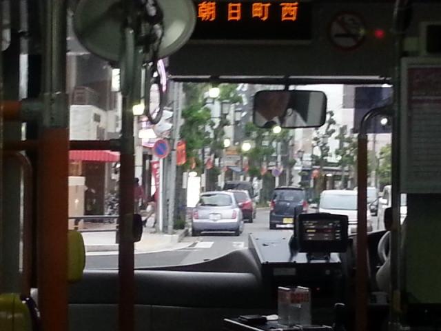 20140514 17.58.04 あんくるバス桜井線バス - 朝日町西交差点