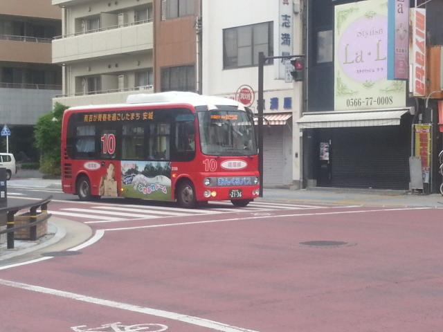 20140618 07.36.10 御幸本町交差点 - あんくるバス循環線バス
