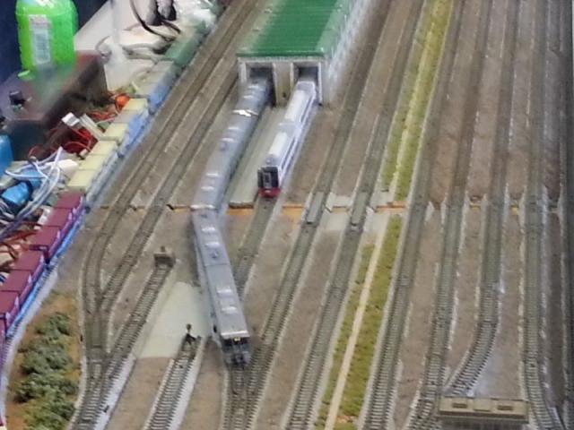 名鉄空港特急のよこを愛環電車がいく