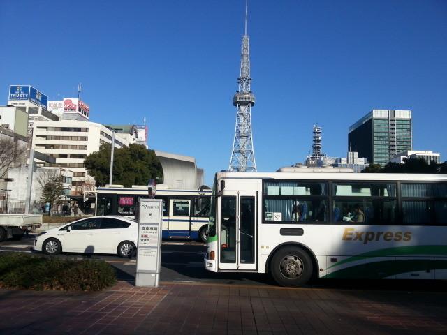 20141227_091219 テレビ塔と東濃鉄道高速バス