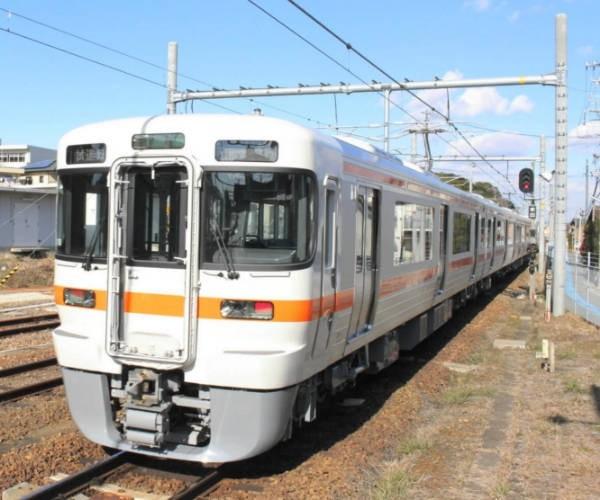 あたらしい送電設備で試運転する電車 - 武豊駅 (ちゅうにち)