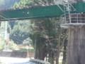 20150427_124139 名松線代行バス - 鉄橋をくぐる