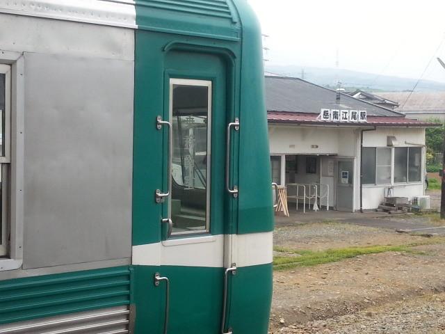 20150509_110423 岳南江尾 - かぐや富士号と駅舎
