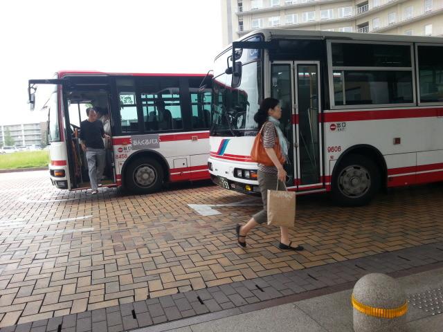 20150707_080509 更生病院 - 名鉄バスとひだりまわり循環線バス