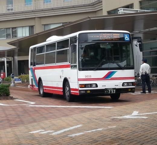 20150708_080636 更生病院 - 名鉄バス(2分おくれでしゅっぱつ)520-480
