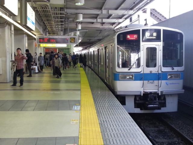 20151115_133116 町田 - 停車中の電車