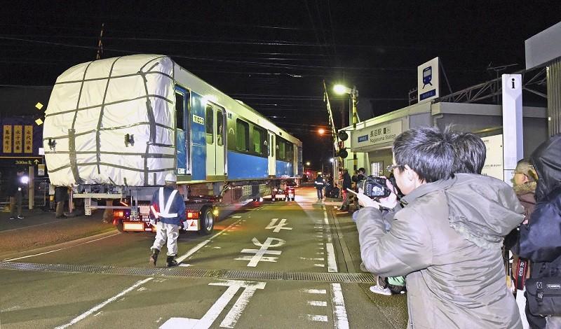 陸送されるA3000がた(静岡新聞)(1) 800-470