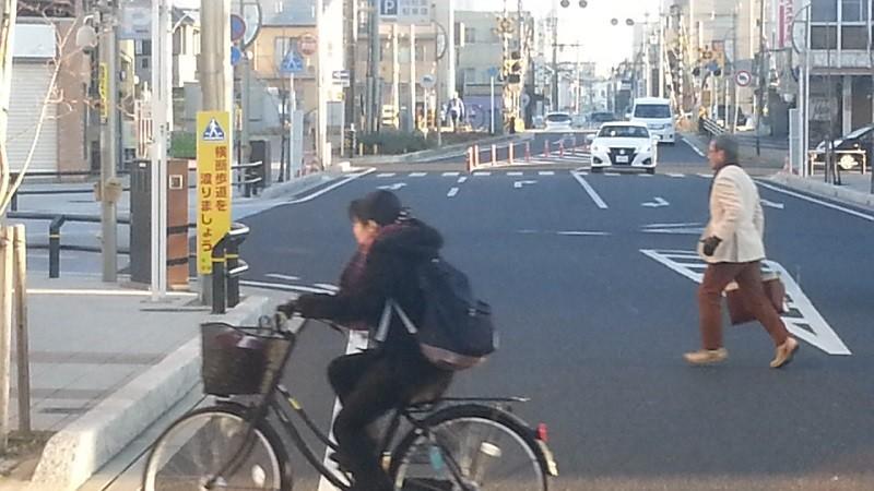 20151228_073929 第1西尾街道ふみきり 800-450