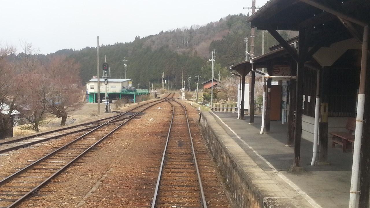 20160330_131247 じねんじょ列車 - 岩村しゅっぱつ(后方ふうけい)1280-720