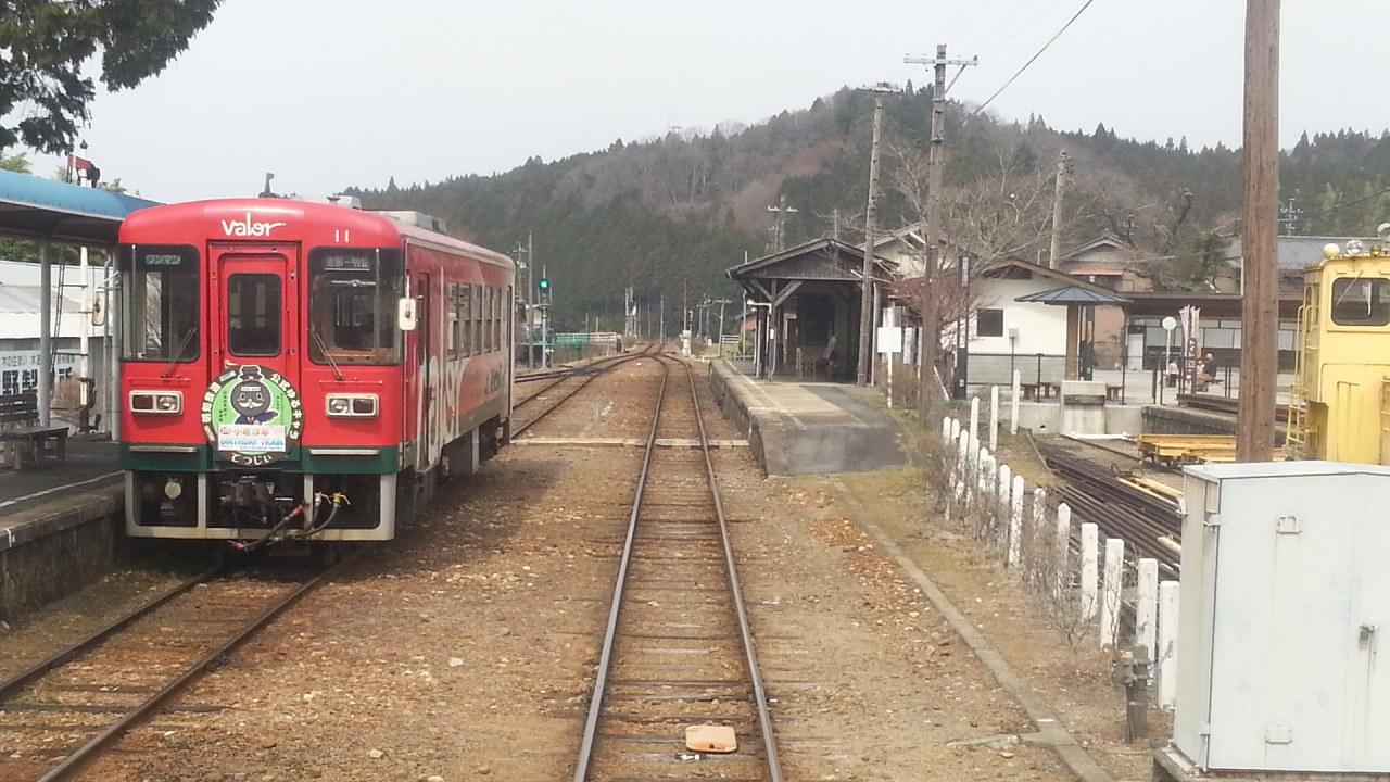 20160330_131258 じねんじょ列車 - 岩村しゅっぱつ(后方ふうけい)1280-720