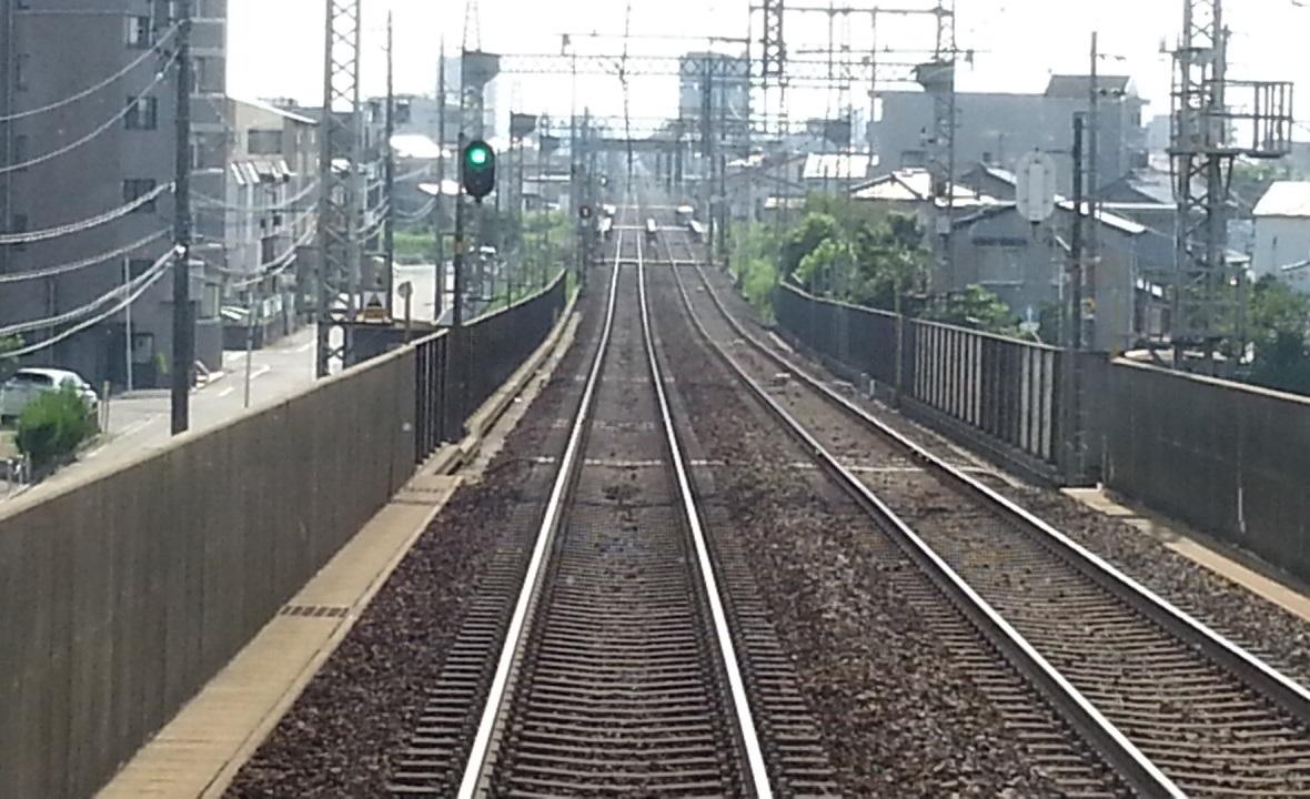 20160803_152341 伊勢中川いきふつう - 高架をおりる 1180-720