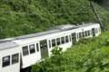 脱線した多摩湖線の電車(さんけい)03 600-400