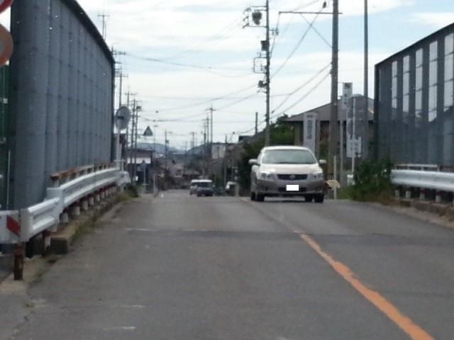 20160903_141653 福岡町いきバス - 東海道線をこえる
