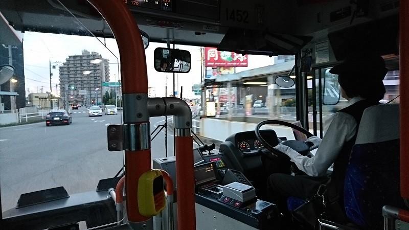 2016.10.23 名鉄バスで坂戸まで (7) 名鉄バス - 岡崎刈谷線をよこぎる
