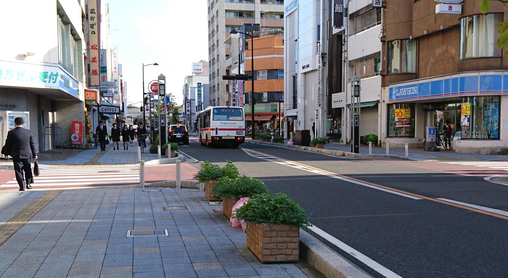 2016.10.24 (9) 御幸本町交差点を右折する名鉄バス 1700-930