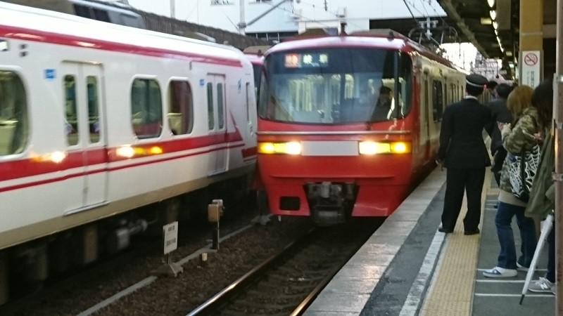 2016.12.27 しんあんじょうまで (2) 東岡崎 - 岐阜いき特急(1511)800-450