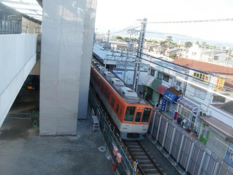 第2工区 (2) 阪神鳴尾駅上り線高架ホーム(左)と仮上りホーム(右)