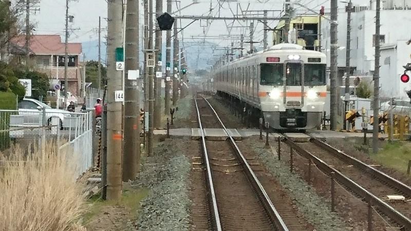 2017.3.5 東海道線 (12) 豊橋いきふつう - 新田ふみきり(大垣いき新快速)