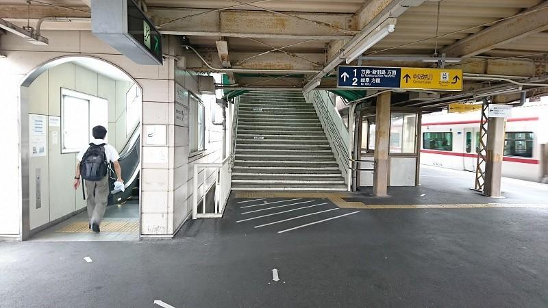 2017.8.3 笠松 (25) 3番のりば=階段とエスカレーター 800-450