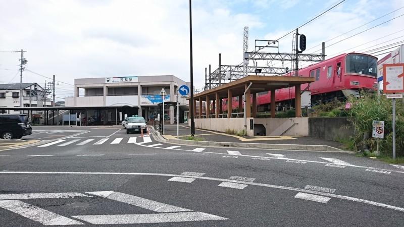 2017.8.3 笠松 (31) 中央駅舎と岐阜いき急行 1280-720