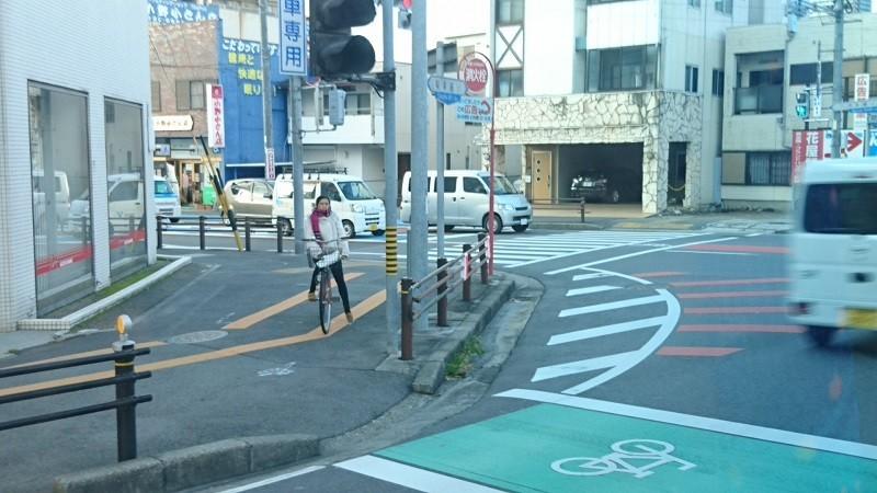 2017.12.25 (5) 奥殿陣屋いきバス - 明大寺本町交差点 800-450
