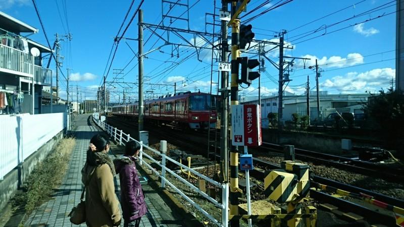 2017.12.28 犬山 (23) 明治村いきバス - 広見線ふみきり 1850-1040