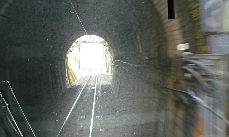 2018.1.11 みさくぼ (211) 豊橋いきふつう - トンネル(向市場-城西間) 800