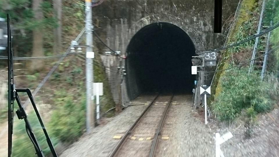 2018.1.11 みさくぼ (231) 豊橋いきふつう - トンネル(相月-佐久間間) 960-540