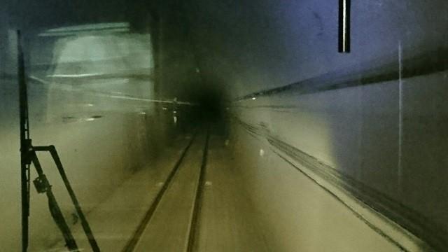 2018.1.11 みさくぼ (232) 豊橋いきふつう - トンネル(相月-佐久間間) 640