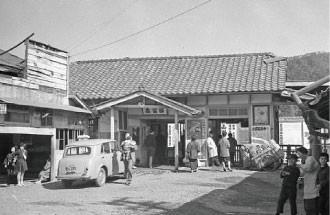 名鉄資料 (3) 高富駅前風景 - 1960.3.5
