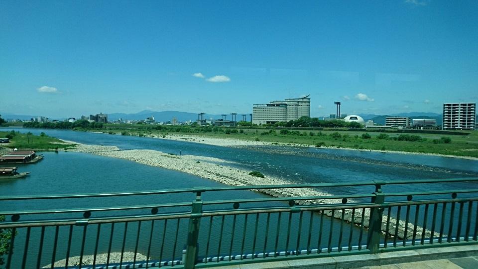 2018.6.1 岐阜 (36) 高富いきバス - 長良橋をわたる 960-540