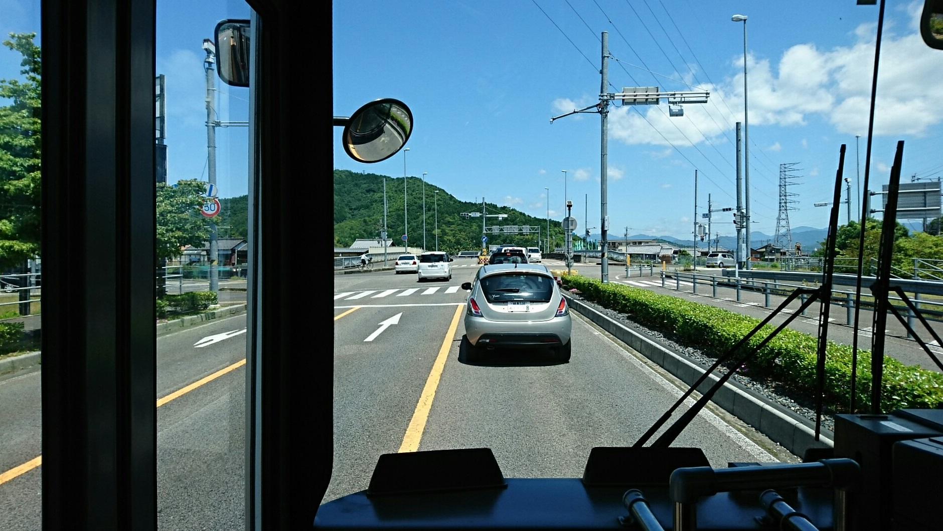 2018.6.1 岐阜 (45) 高富いきバス - 岩崎1丁目交差点を右折 1880-1060
