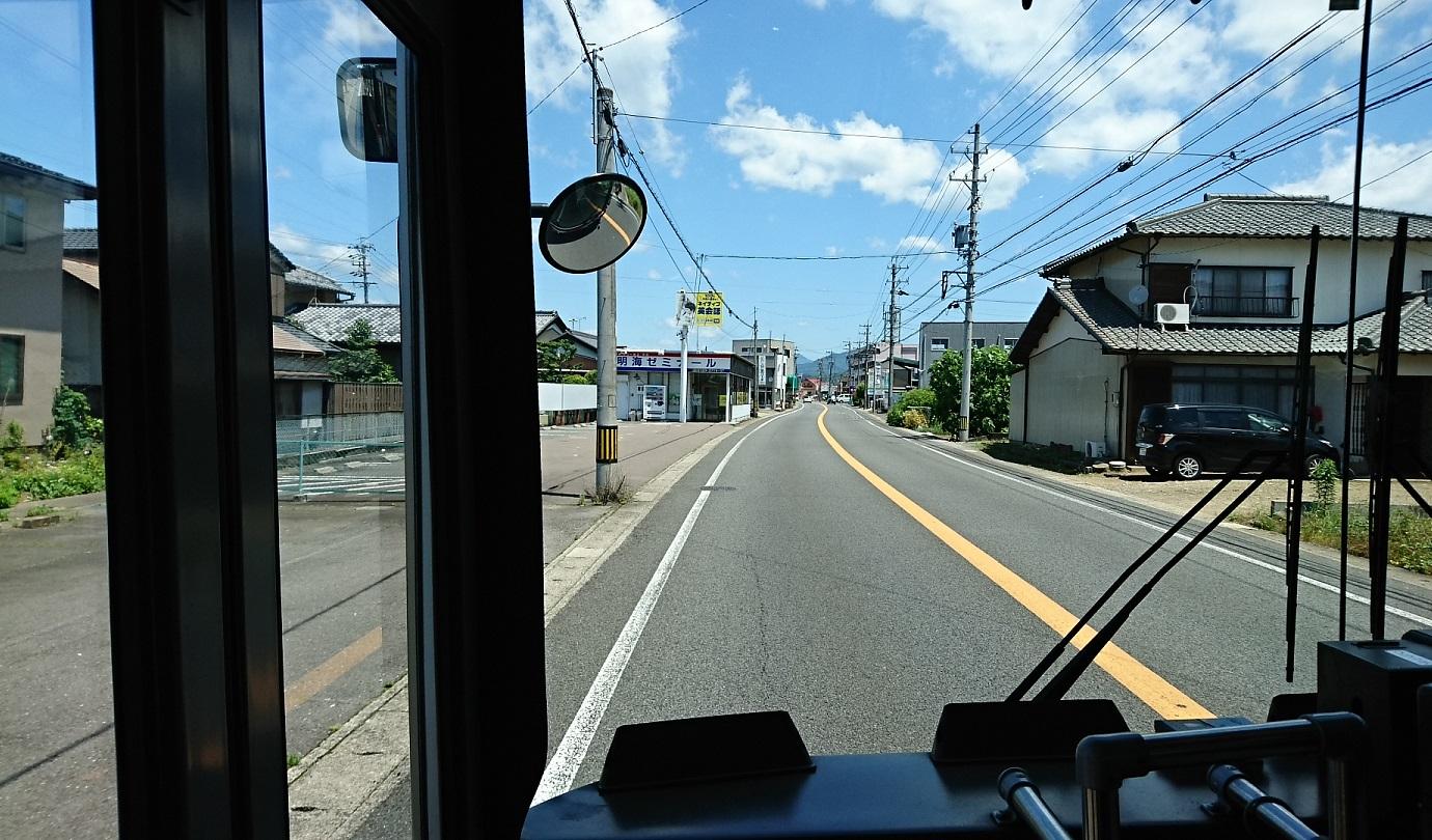 2018.6.1 岐阜 (50) 高富いきバス - 粟野バス停すぎ 1380-810