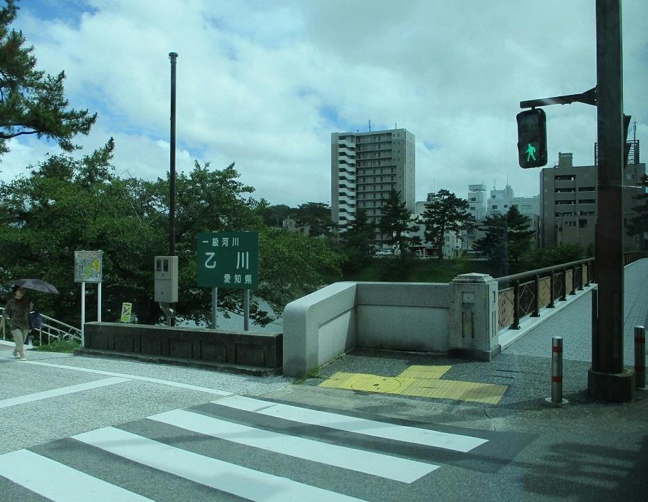 2018.6.29 (16) 東岡崎いきバス - 菅生川をわたる 930-720