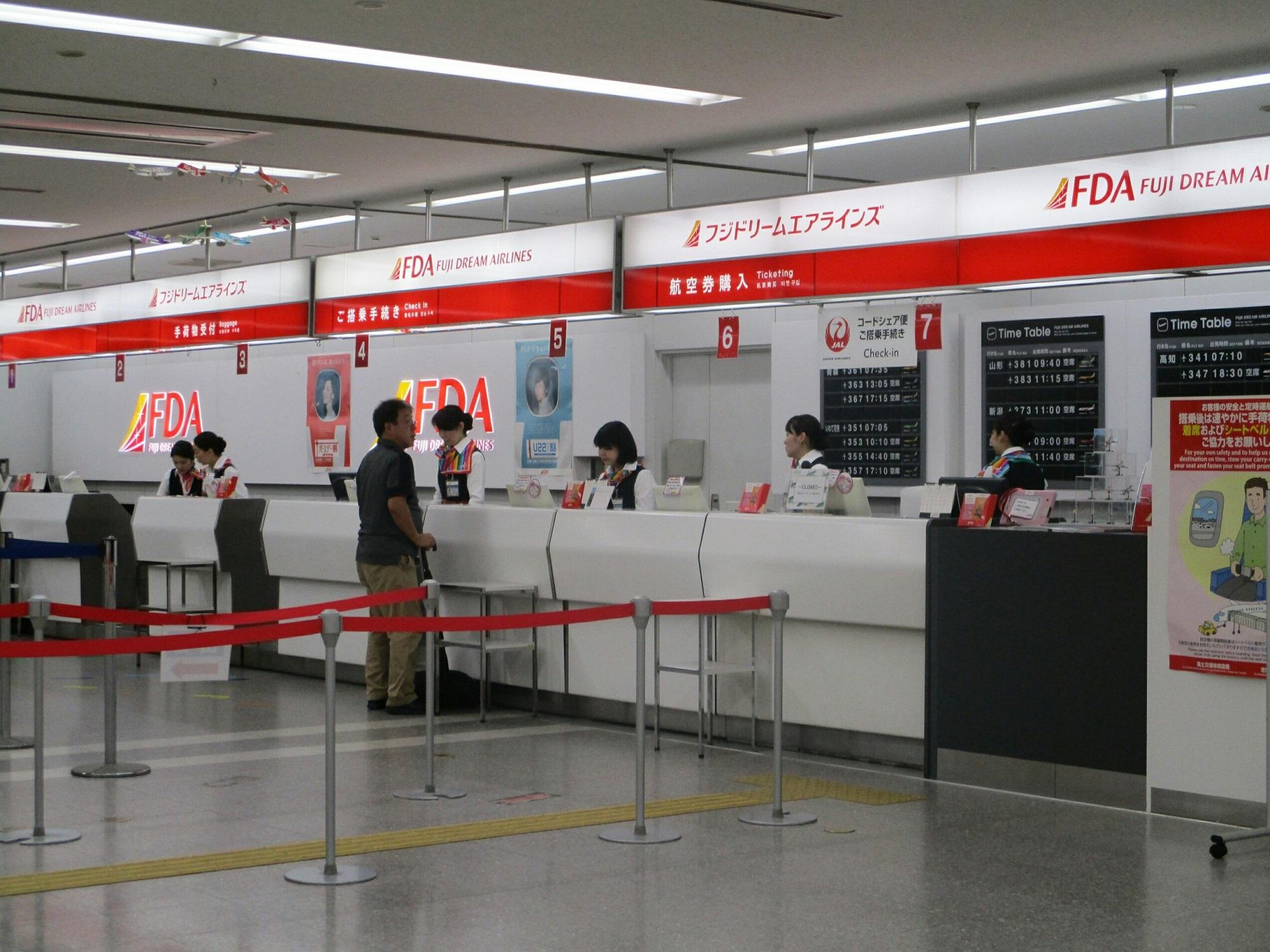 2018.7.6 (5) 名古屋空港 - FDAカウンター 2000-1500