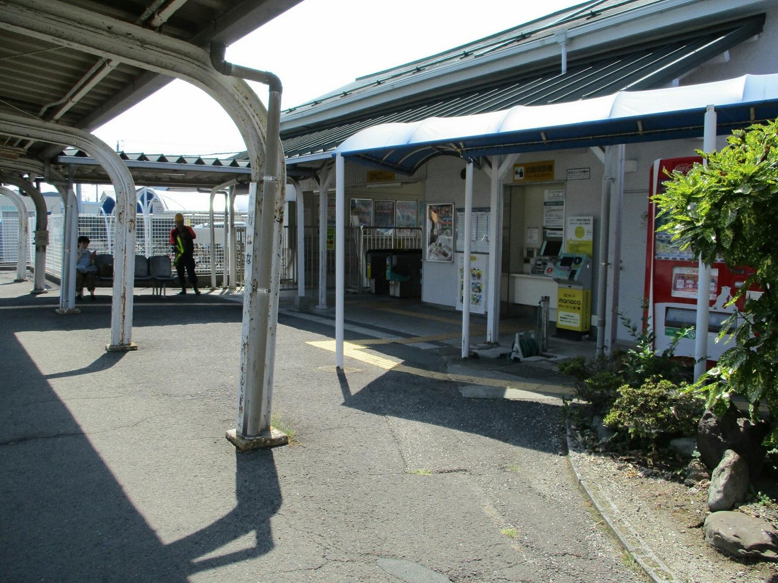 2018.7.18 (51) 竹鼻 - 駅舎(なかから) 1600-1200