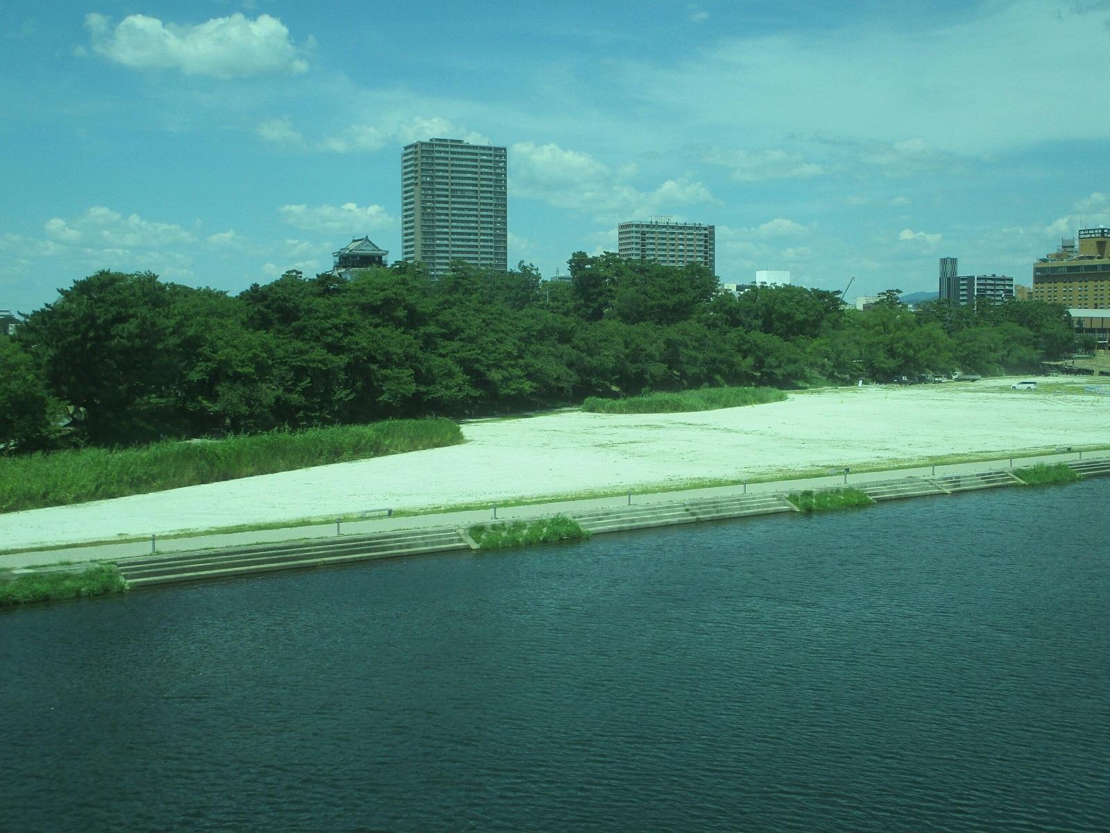 2018.7.23 (6) 東岡崎いきふつう - 菅生川をわたる 1600-1200