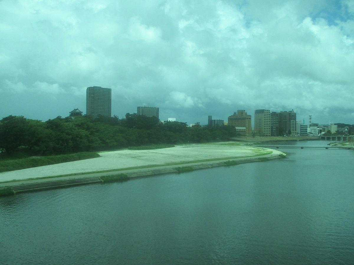 2018.7.29 (9) 東岡崎いきふつう - 菅生川をわたる 1200-900