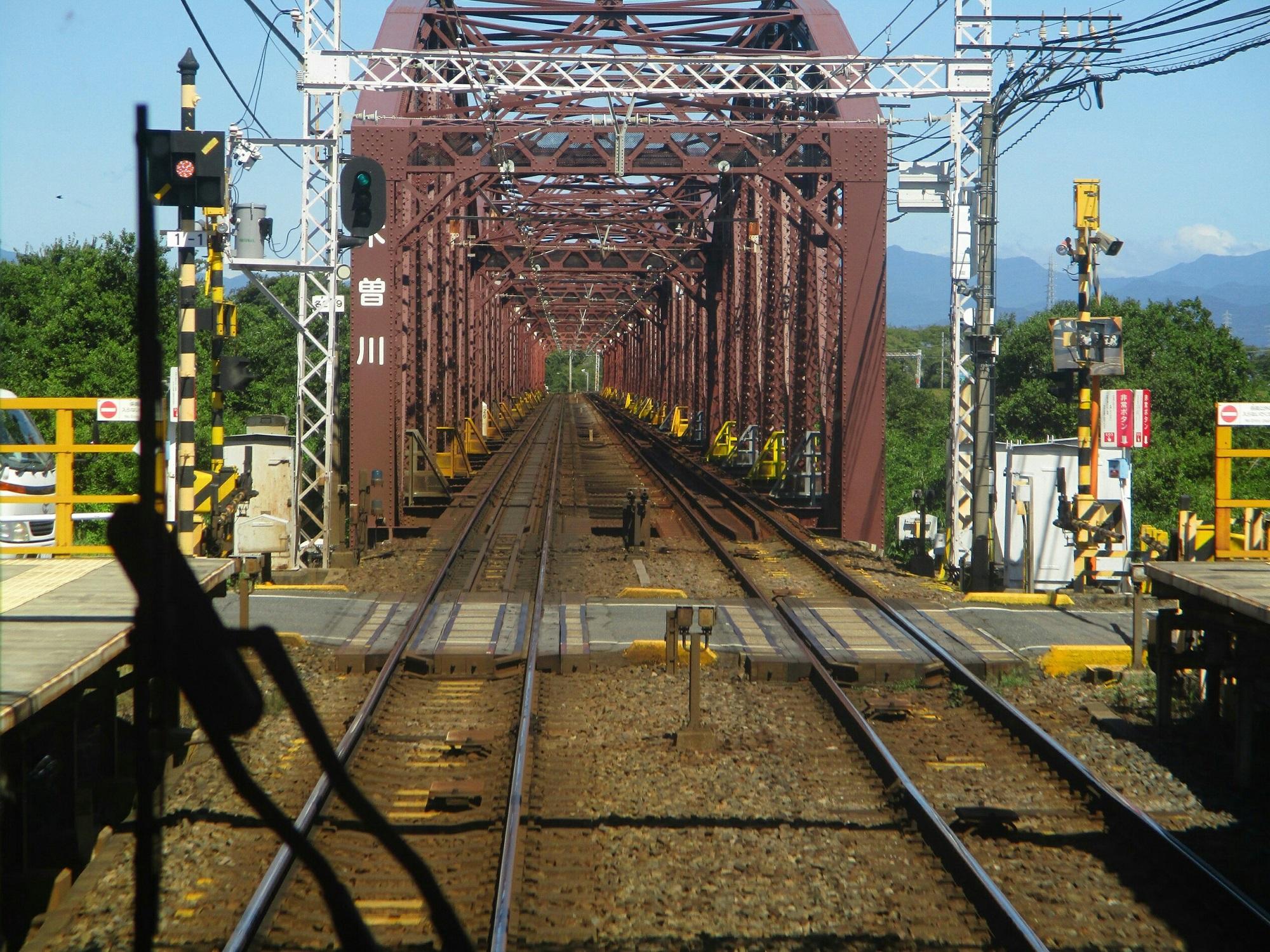 2018.8.17 (21) 岐阜いき特急 - 木曽川鉄橋 2000-1500