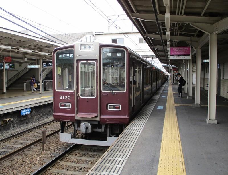 2018.10.16 (145) 十三 - 神戸三宮いきふつう 1950-1500