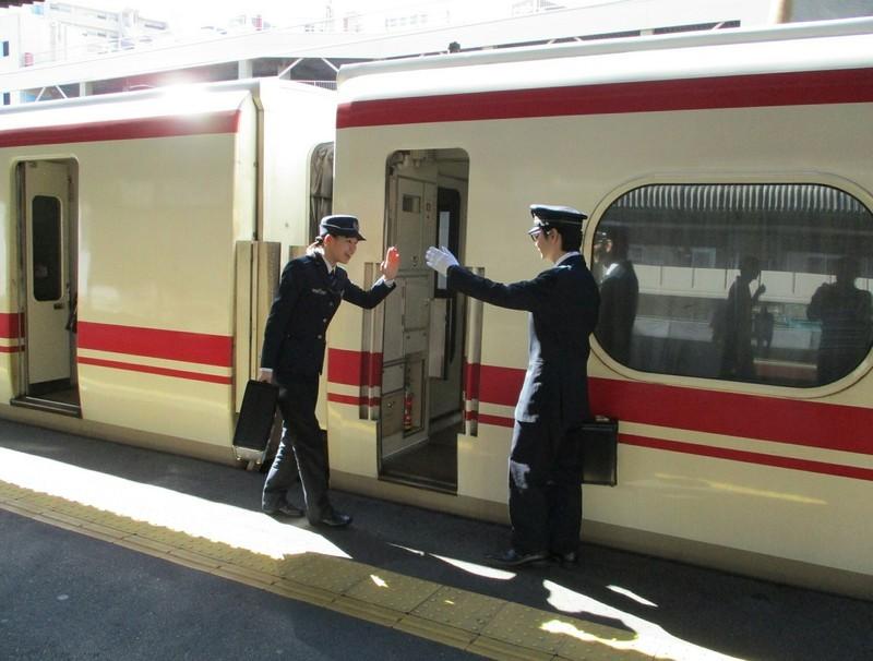 2018.10.24 (10) 神宮前 - 岐阜いき特急「1131」 1980-1500