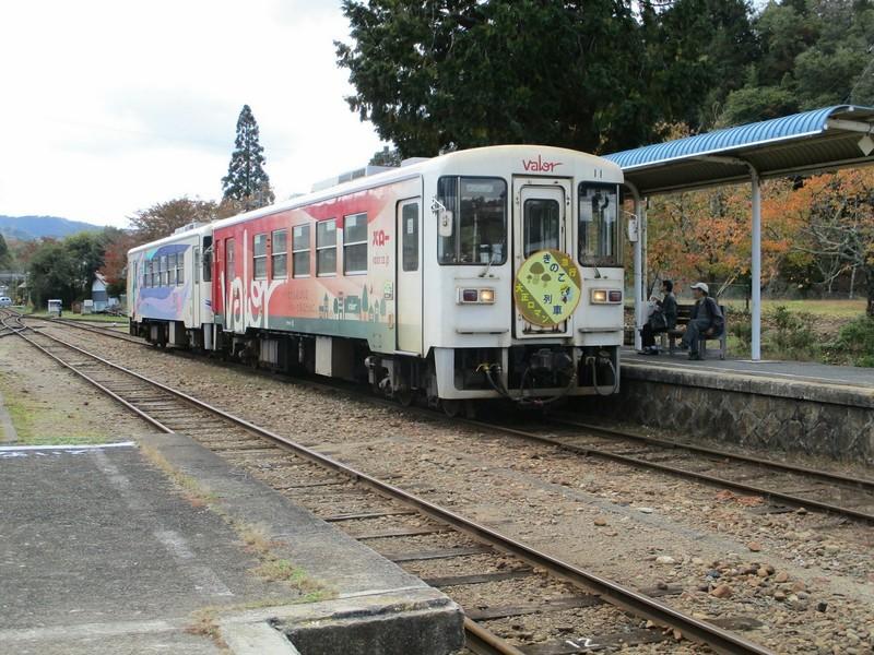 2018.10.28 (10) 岩村 - 恵那いきふつう(きのこ列車) 2000-1500