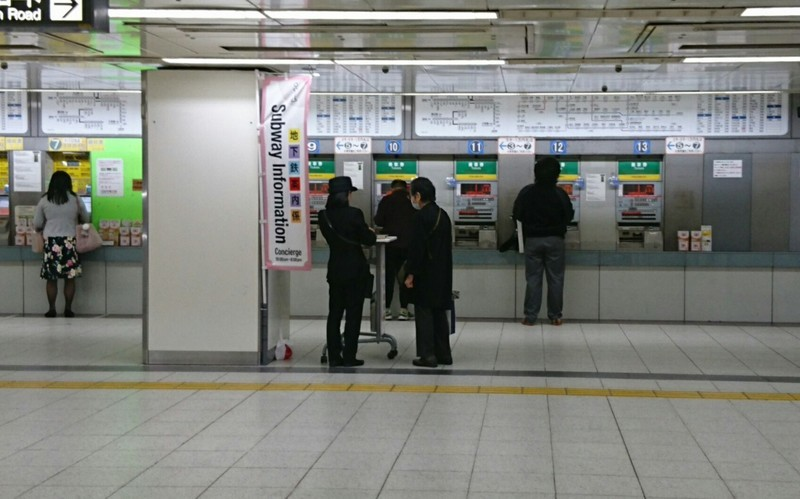 20118.11.2 (9あ) 名古屋 - きっぷうりば 1700-1060
