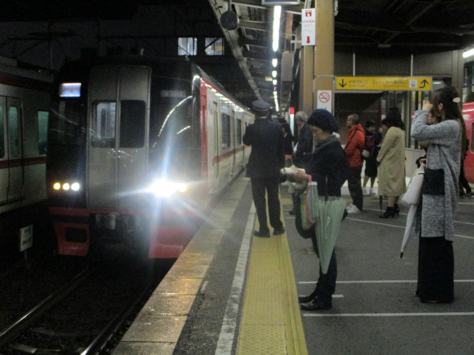 2018.11.4 (1) 東岡崎 - 岐阜いき特急 2000-1500