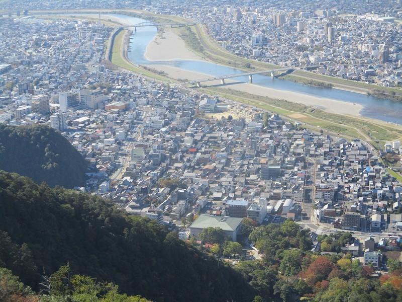 2018.11.7 (77) 岐阜城からしたのまちをのぞむ 1600-1200